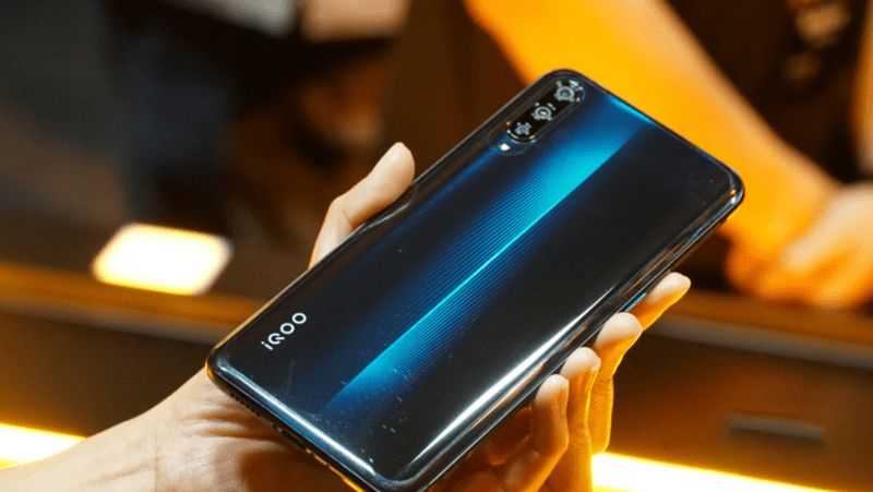 Vivo iQoo 3 launched. A powerful phone with powerful specs for gamers.