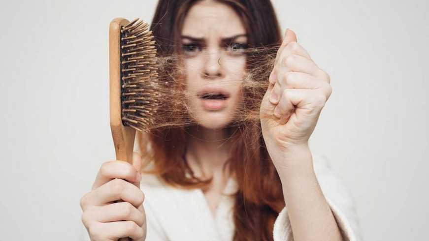 Названы болезни, вызывающие выпадение волос