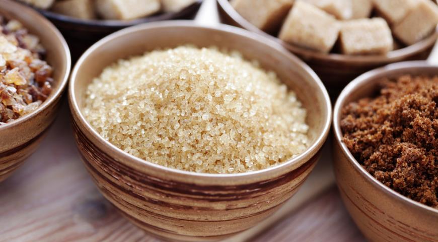 Названы веские причины заменить белый сахар коричневым