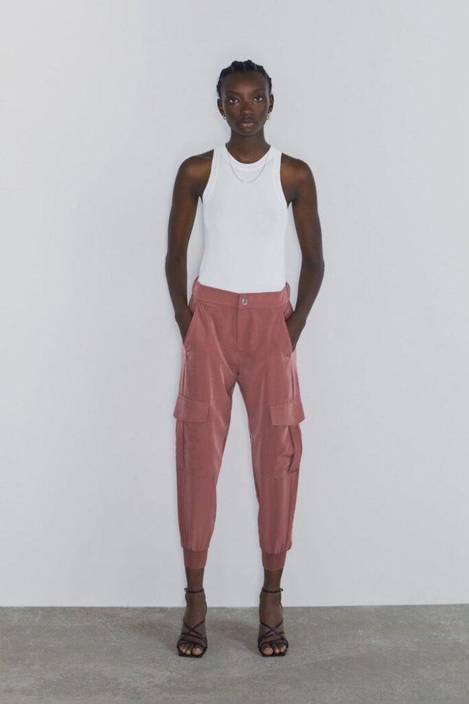 Вместо джинсов: какие штаны стоит носить в 2020 году. Фото