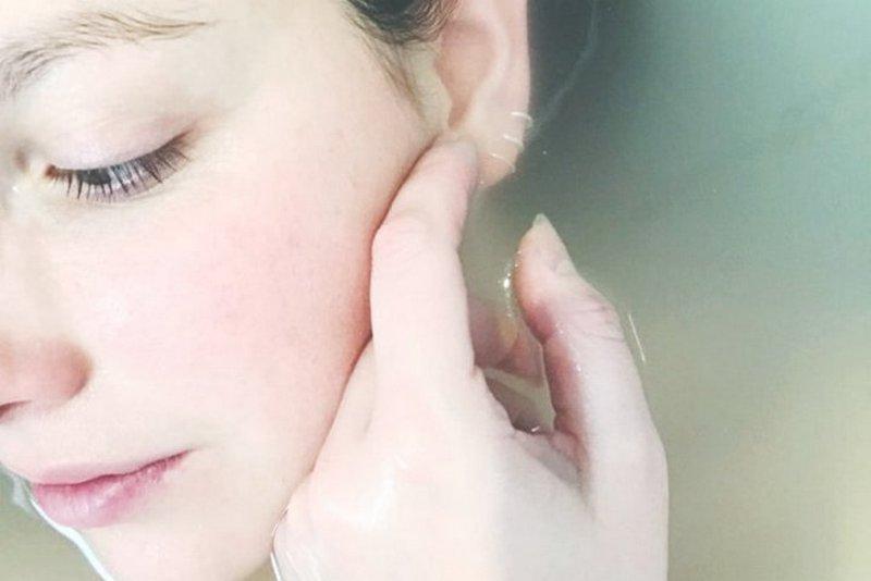 Дерматологи прокомментировали популярные «народные» методы лечения акне
