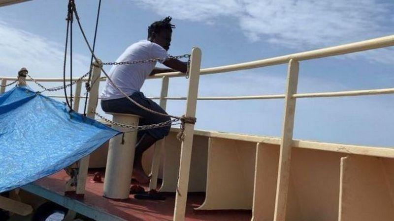 Украинский капитан спас в море африканских мигрантов: теперь его танкер не пускают ни в один порт ЕС