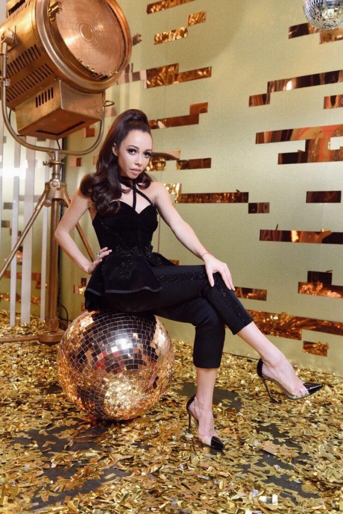 Екатерина Кухар показала свои любимые наряды с «Танцев со звездами»