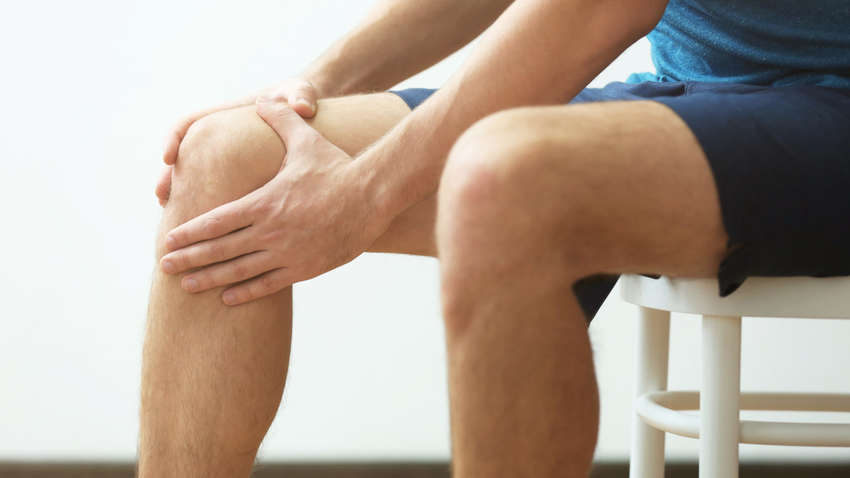 Названы самые распространенные причины боли в коленях