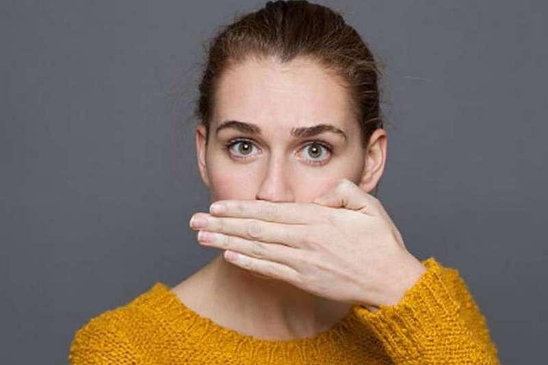 Названы главные причины неприятного запаха изо рта