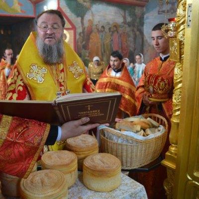 14 апреля Архиепископ Тираспольский и Дубоссарский Савва совершил Божественную литургию в Михаило-Архангельском храме