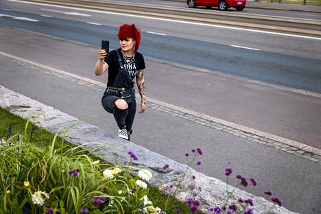 Elisa Kiljunen gave a live broadcast in front of the Parliament House in Tiktok, where she discussed bullying with her followers.
