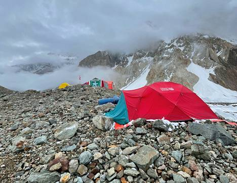 There is no congestion at Broad Peak base camp.d