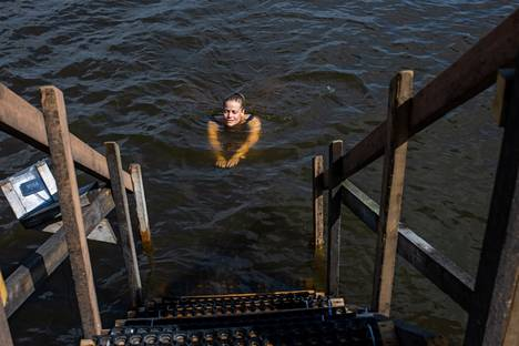 Tiia Virtanen went for a dip in the sea many times.  He has visited the new sompa sauna a few times.