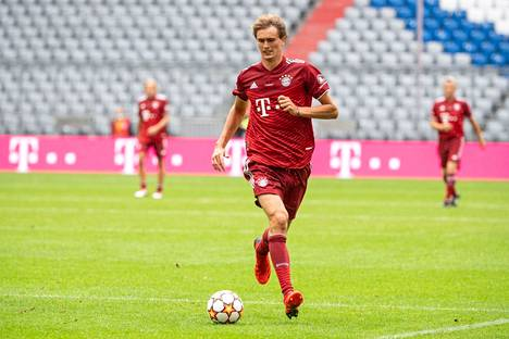 Tennis star Alexander Zverev dressed for Bayern Munich in the aftermath of the Olympics.