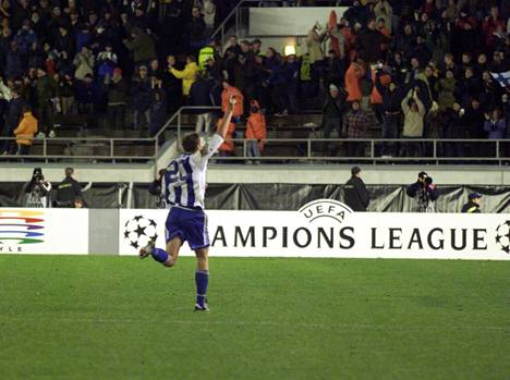 Mika Kottila pushed the ball to Benfica's goal in the Champions League in 1998 and helped HJK win 2-0.