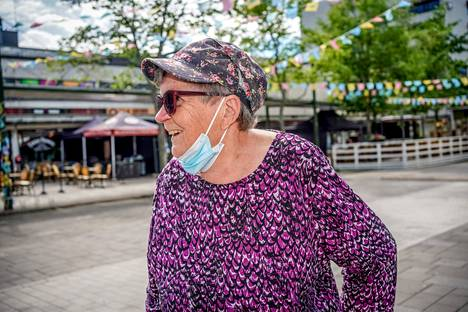 86-year-old Elvi Moisio hopes for improvements in health care services.