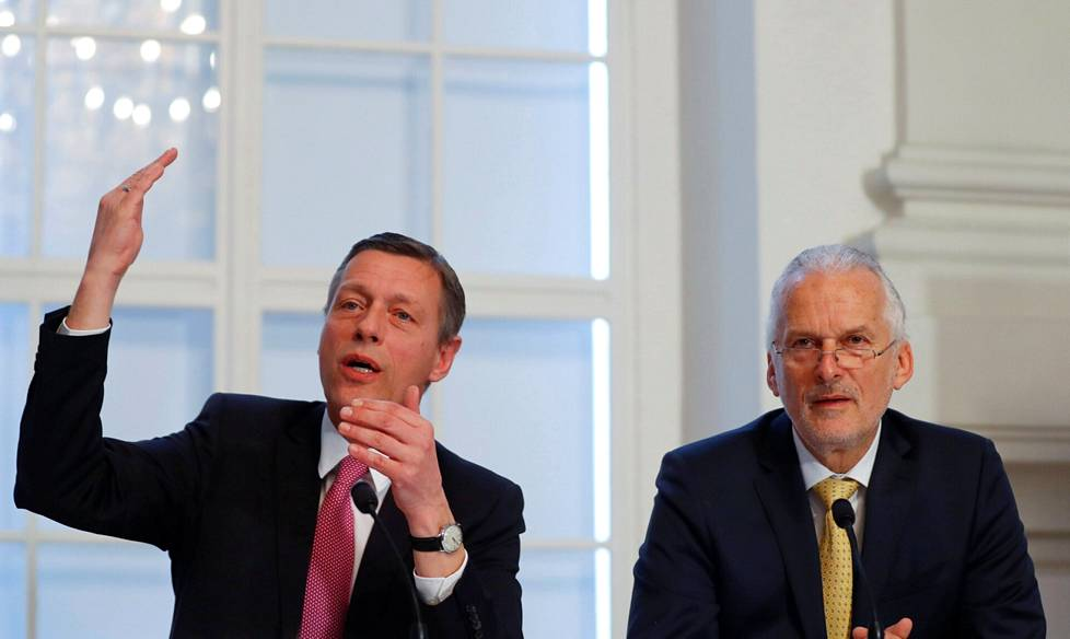 Christian Pilnacek (left) and former Justice Minister Josef Moser in 2018. In leaked text messages, Pilnacek calls Moser an asshole.