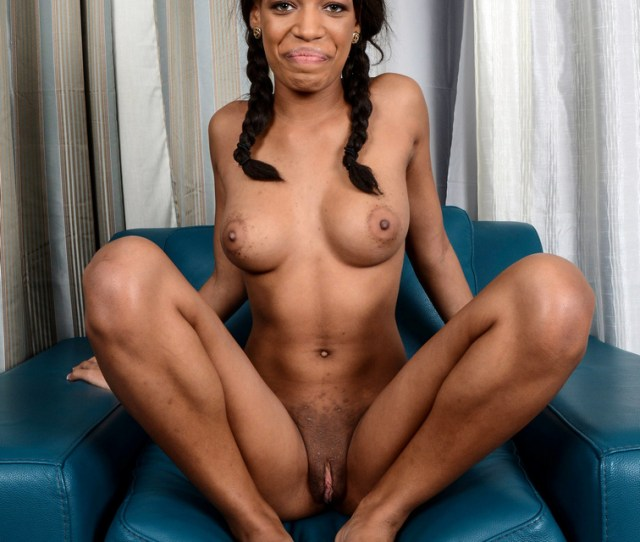 Cheerful Black Teen Opening Her Pussy Lips At This Casting Pics