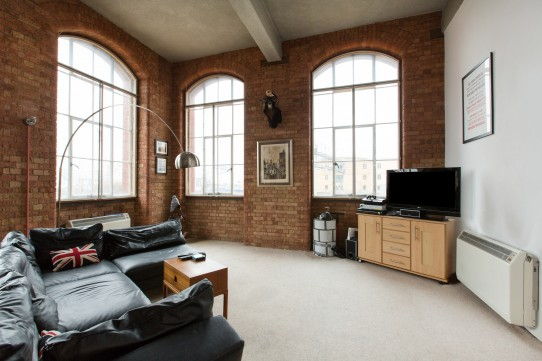 Bright and Spacious 2 Bedroom Flat in Manhattan Building, Docklands, Limehouse, E3