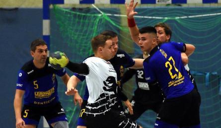 27016174-handball-abwehr-2yZJcqXZ0gef