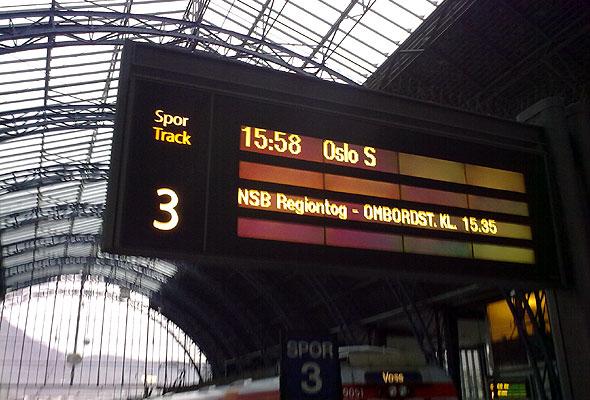 Tog til Oslo på spor 3, Bergen Jernbanestasjon. Fotograf: Jarle Petterson