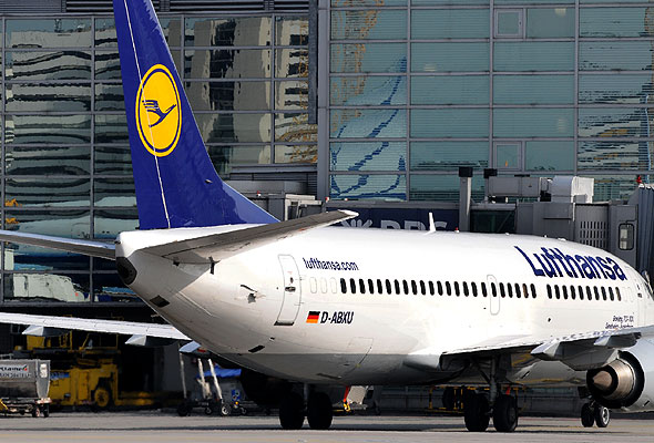 A Lufthansa Boeing B 737 in Frankfurt (photograph from Lufthansa)
