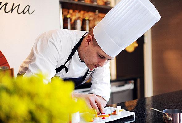 Thomas Johansen Borgan er ny norgesmester i kokkekunst. Fotograf: Marius Rua