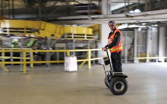 Oslo Lufthavns tohjuling in action (skjermdump fra videoklipp).