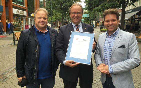 Roar Hildonen (midten), daglig leder i To Rom og Kjøkken, sammen med Morten Torp (t.v.), salgs- og markedsdirektør i AVIS og Budget, som også er leder for HSMAI National Advisory Board Norway, og Stig Hillestad (t.h.), reiselivsdirektør i Visit Trondheim AS. Foto: HSMAI.