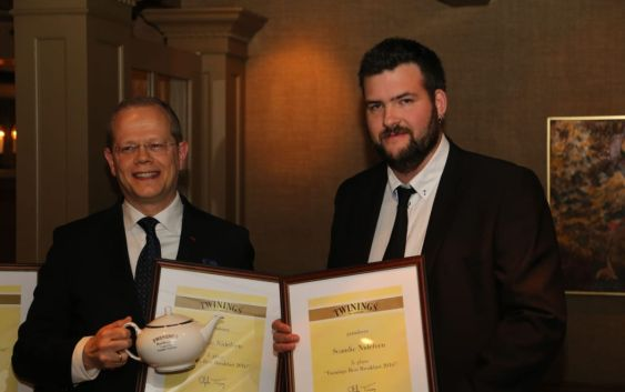 Kjetil Vassdal, hotelldirektør ved Scandic Nidelven, med kollega Øivind Tiller. Foto fra Scandic Hotels.