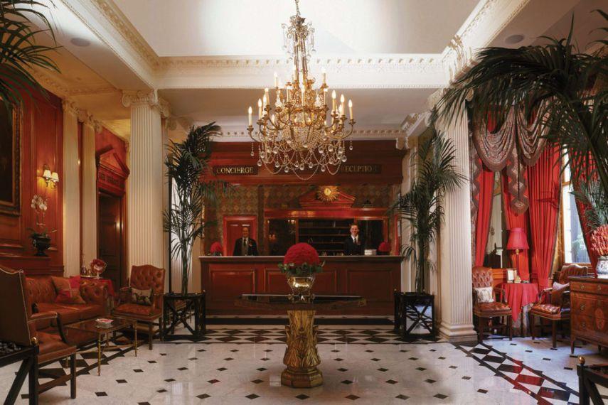 Fra foajeen på Chesterfield Mayfair Hotel i London. Foto fra hotellet.