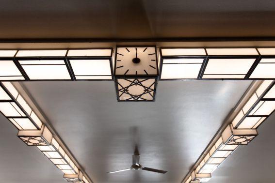 Klokken i lobbyen blir sentral når hotellet åpner. Fotograf: Chris Aadland.