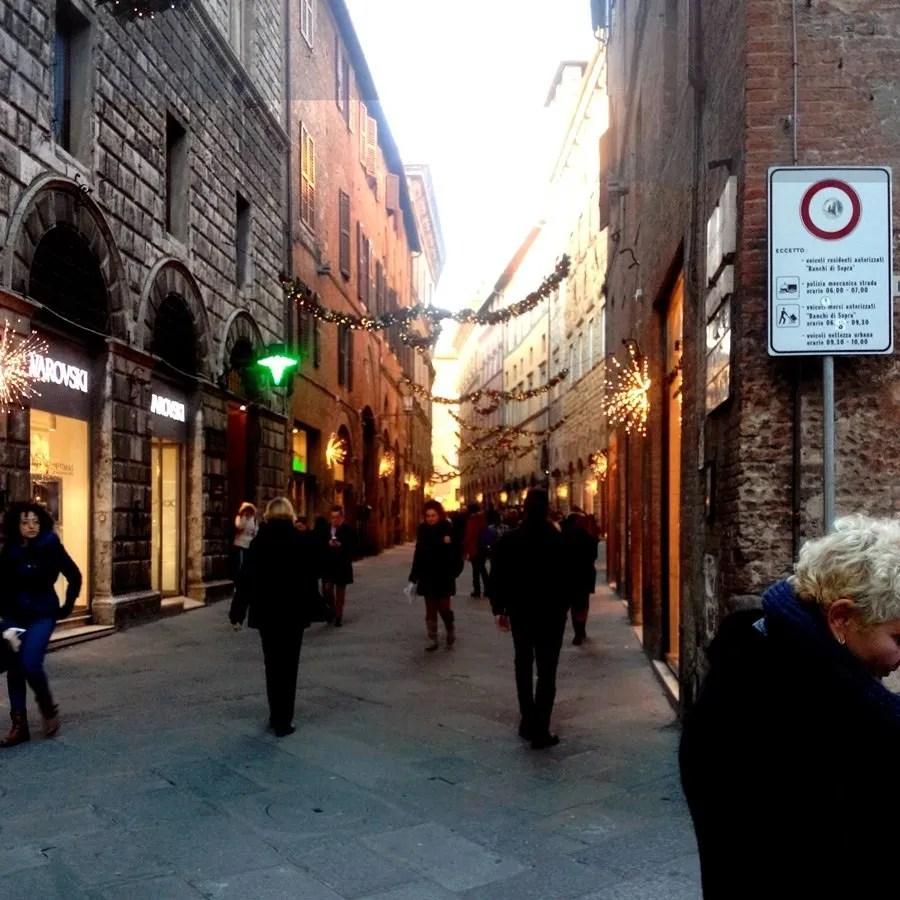 Via Banchi di Sopra, Siena