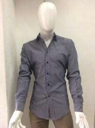 oscuro gris hombre camisa caracteristicas