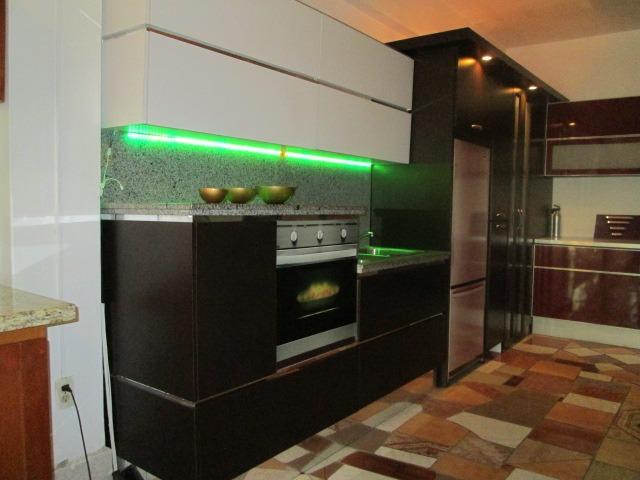 Cocina Empotrada Con Tope Y Luz Led Gavinete Moderno  Bs