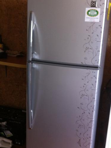 Daewoo  Refrigerador Plateado  Como Nuevo