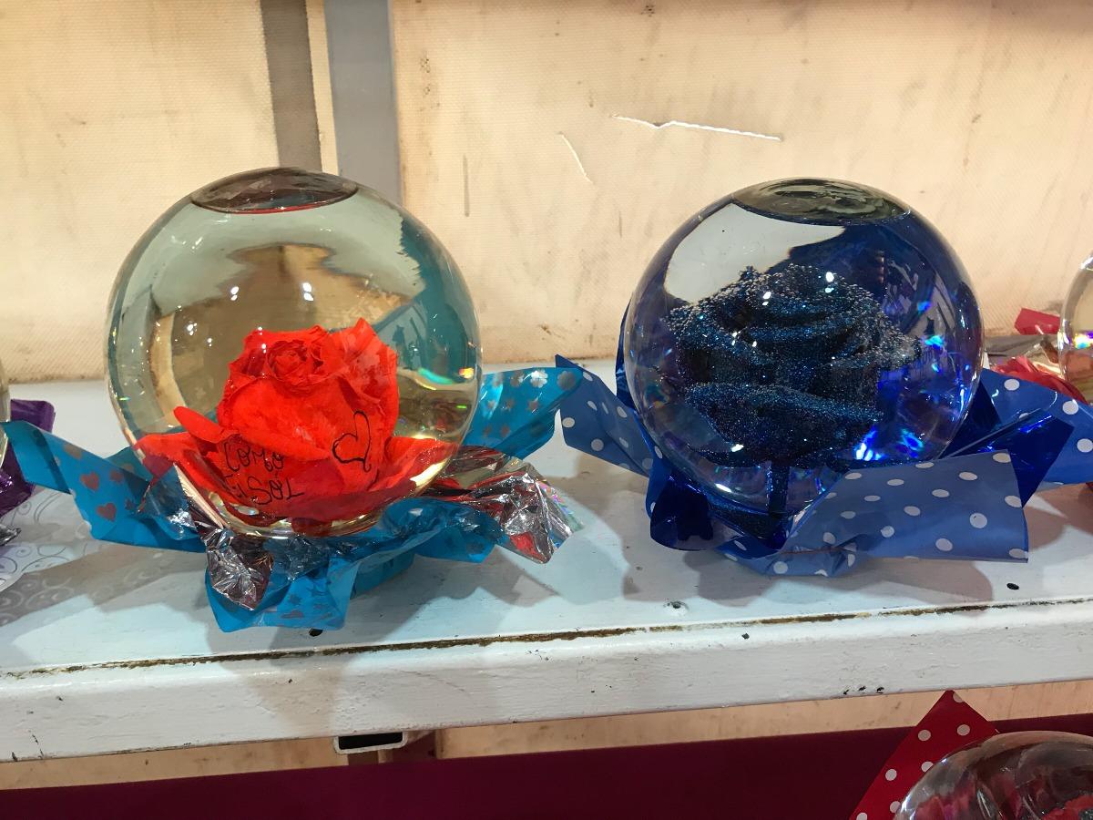 Esferas De Cristal Al Interior Una Rosa En Agua   120