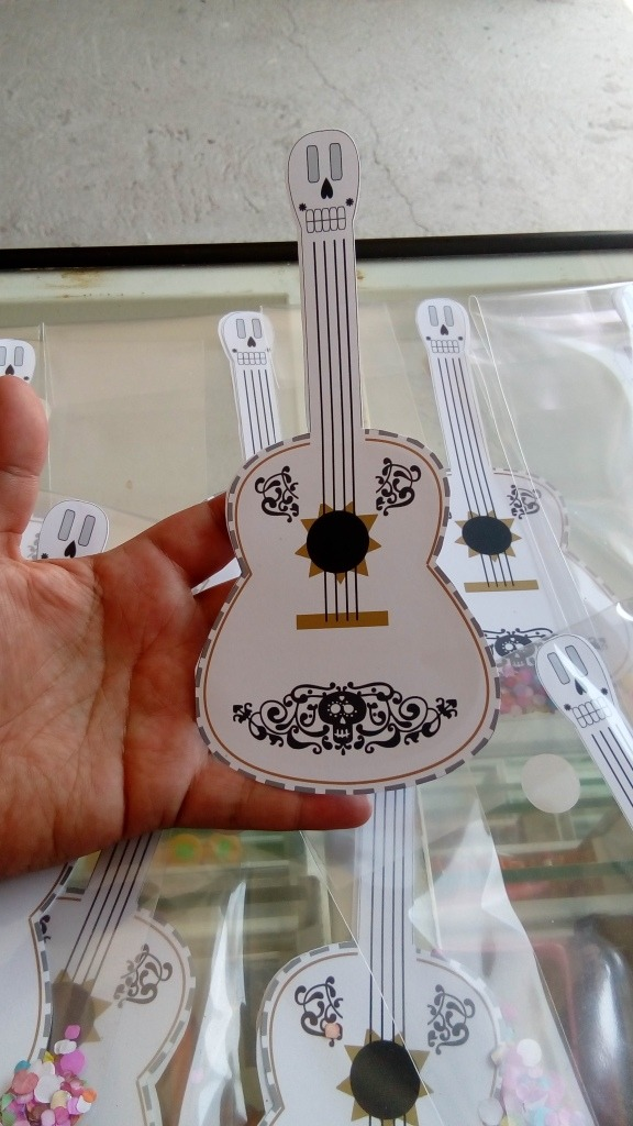 Invitaciones Guitarra Coco   60000 en Mercado Libre