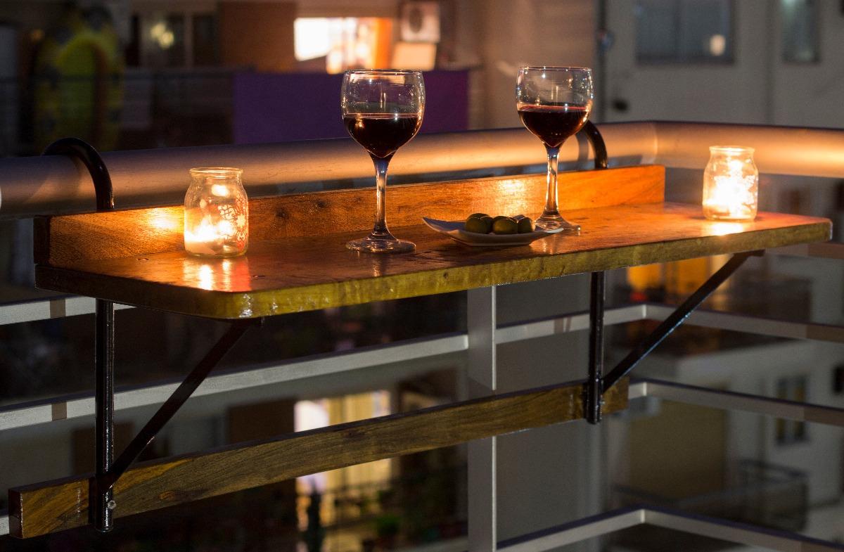 ideas acogedoras para el balcón mesa colgante para balcón