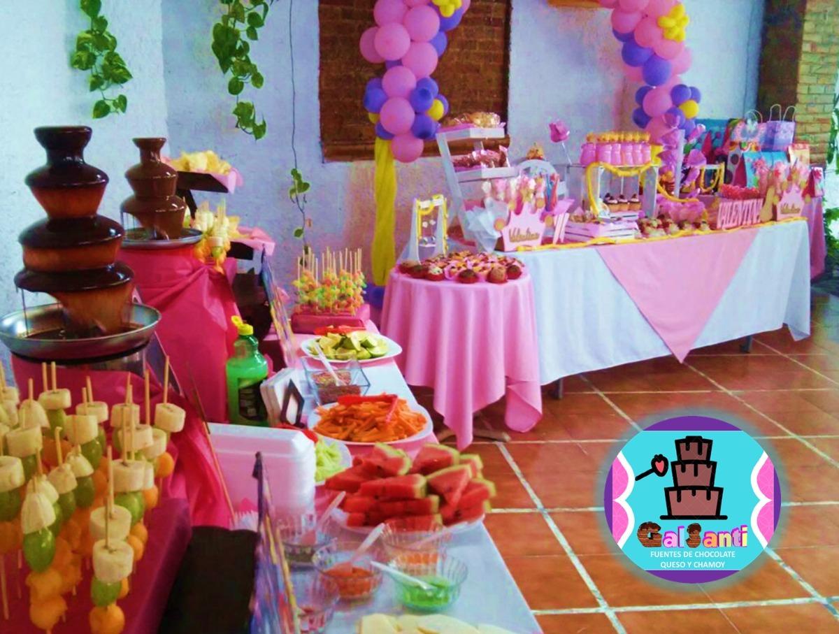 Mesa De Dulces Pasteles Bocadillos Fuentes De Chocolate