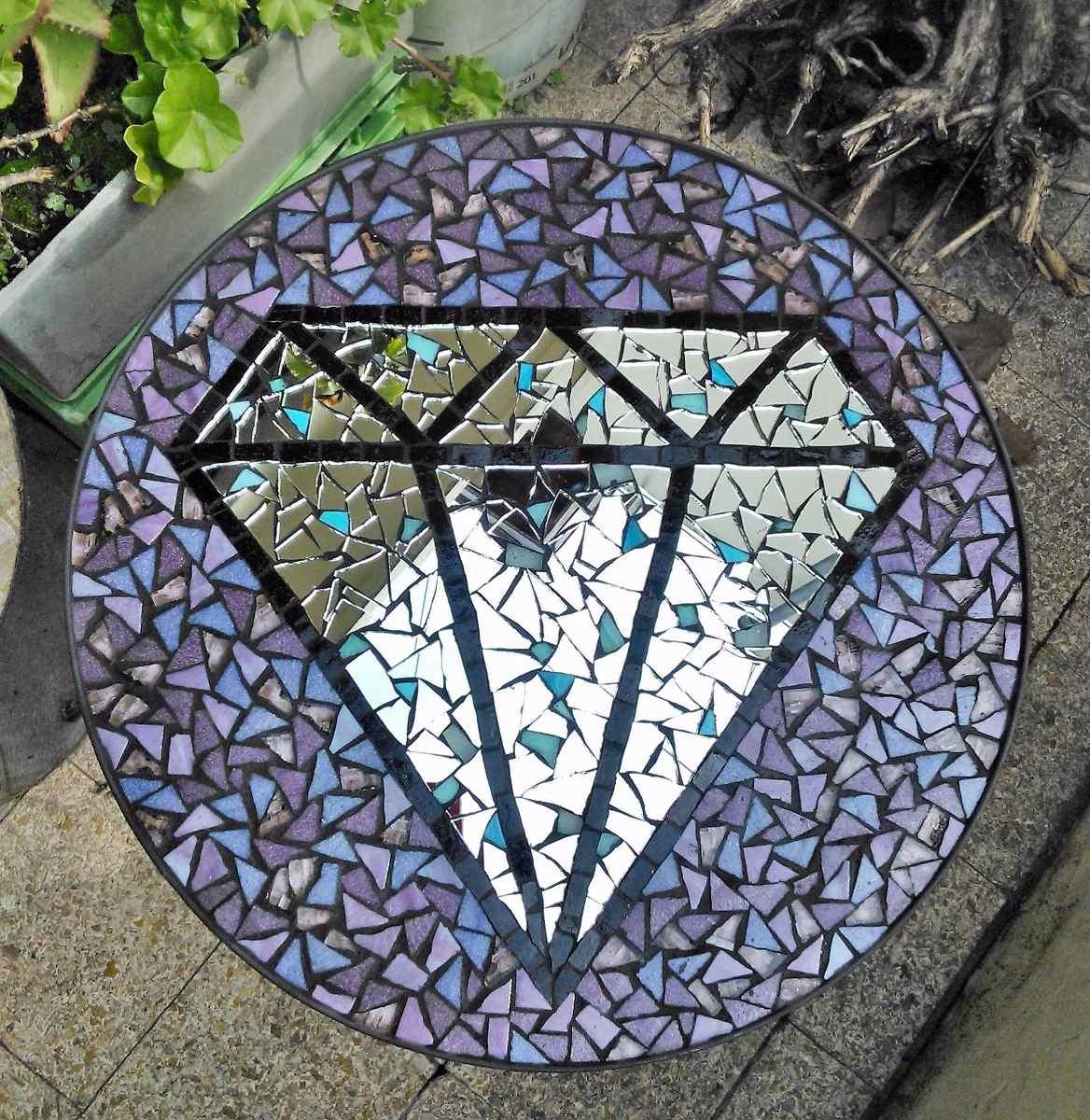 Mesa De Hierro En Mosaico Con Diamante   500000 en