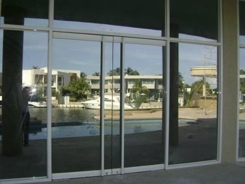 Puertas Bancarias En Vidrio Templado Y Laminado 10 Mm