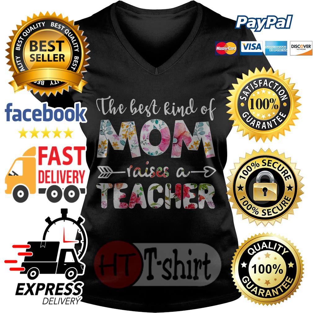 The best kind of mom raises a teacher flower V-neck t-shirt