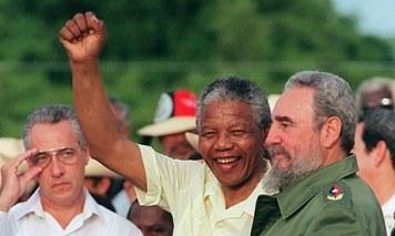 Nelson Mandela Fidel Castróval Kubában, 1991. Fotó: Omar Torres/AFP/Getty Images