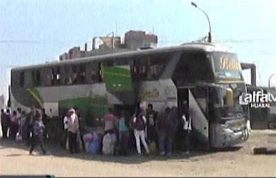 pasajeros barados tras no poder psara carretera Acos-Huaralenlinea pagg
