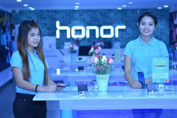 Megnyitott az első Honor Store