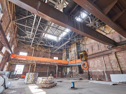 Named for the 40-ton crane that was once used in maintaining the turbines, this space has been transformed.
