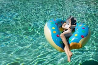 abu-dhabi-pool-day