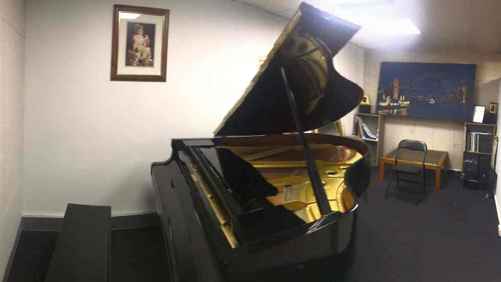 Private practice room with a Yamaha grand piano. Suitable for practice, rehearsal, lesson, recording.