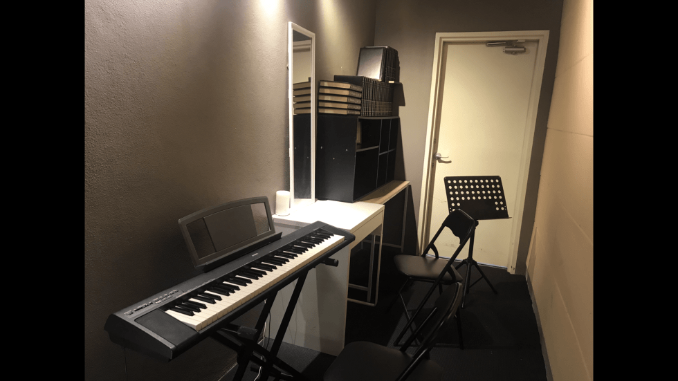 Private practice room with a Yamaha digital piano. Suitable for practice, rehearsal, lesson, recording.