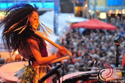 Bild einer Trommlerin von Gocoo in Action