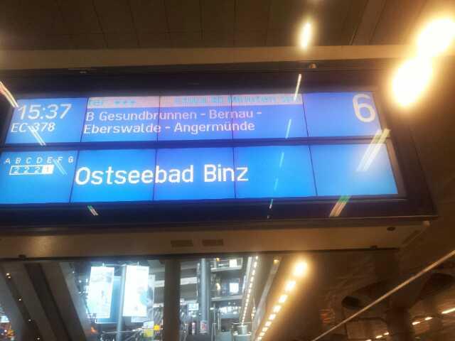 Bild von der Bahnanzeige der Verspätung des EC 378