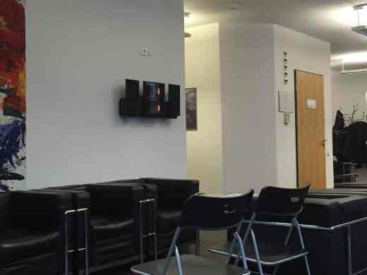 Gemütliches Wartezimmer bei EuroEyes Stuttgart