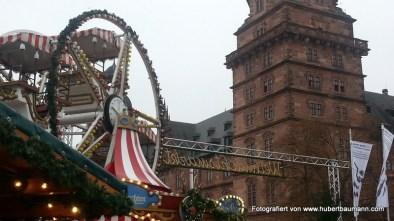 Riesenrad auf dem Weihnachtsmarkt Aschaffenburg / und Schloss